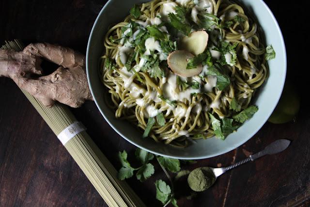 Matcha-Nudeln mit Wasabi-Sauce
