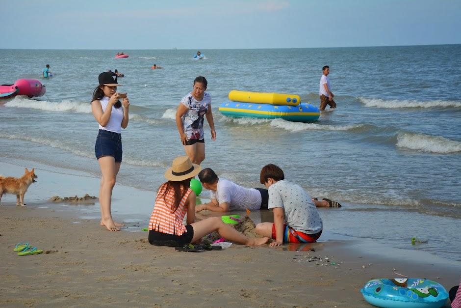 ที่พักชะอำหมู่คณะ ติดทะเล ราคาถูก ฟรีคาราโอเกะ ทำครัวปิ้งย่าง บ้านคุณอุ๊ 080-1271889 และ 092 416660