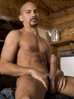 wanna two dudes meet for dick sucking and ass fucking extreme. I'm good looking