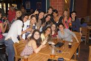 . salir yo me fui a un bar con un grupo de chicas brasileñas, colombianas, . dsc