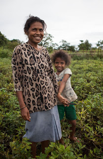Seeds of Life program participant, Isabella and her daughter