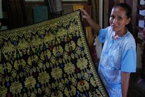 tekstil kerajinan tekstil merupakan karya seni atau kerajinan yang ...