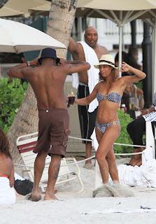 Bobby Brown, Alicia Etheridge, Alicia Etheridge in Hawaii, Singer, Find Hostel in hawaii, Hawaii, Hawaii Beach, Hawaii luxury hotels, Hawaiian vacation