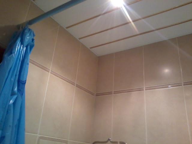 Навесной реечный потолок в ванной