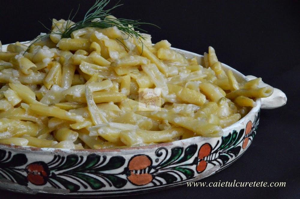 http://www.caietulcuretete.com/2014/07/fasole-pastai-cu-usturoi.html
