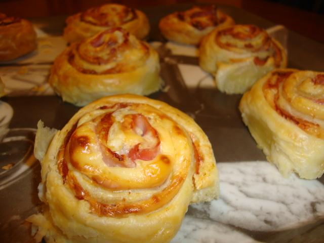 La f brica de recetas rollitos de hojaldre con jam n y queso - Recetas merienda cena informal ...