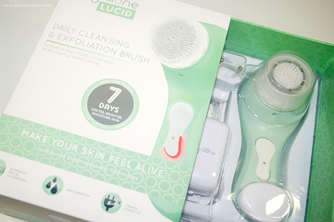 Magnitone Lucid Cleansing Brush in Aqua