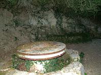 La taula i bancs del racó de la Font de l'Abeurada