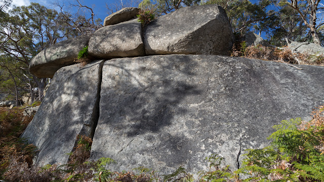boulders at scorpion rocks west ridge walking track