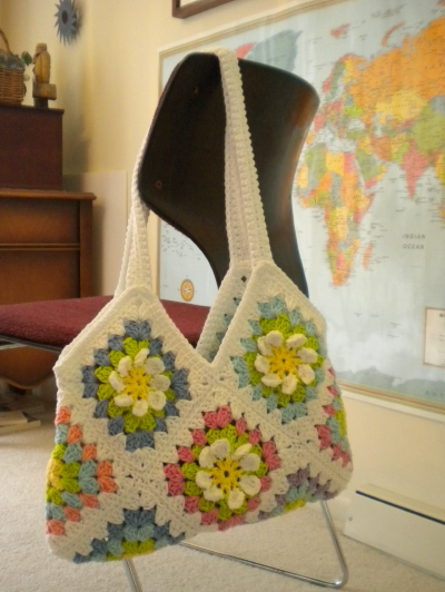Crochet Granny Square Tote Bag Pattern : Crochet Attic: Flower Garden Granny Square: Free Pattern