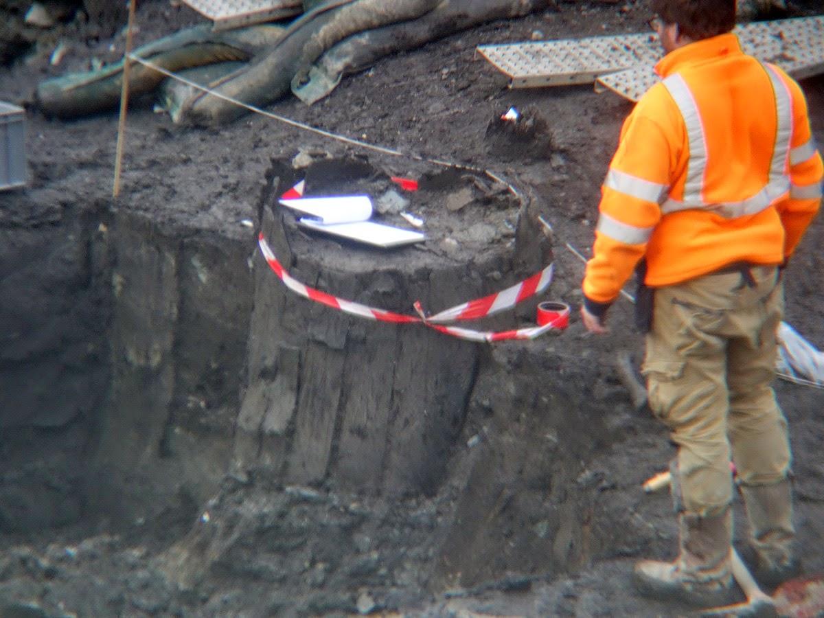 Ici, c'est un tonneau de bois que l'on exhume Place Saint-Germain - Le 7 janvier 2015