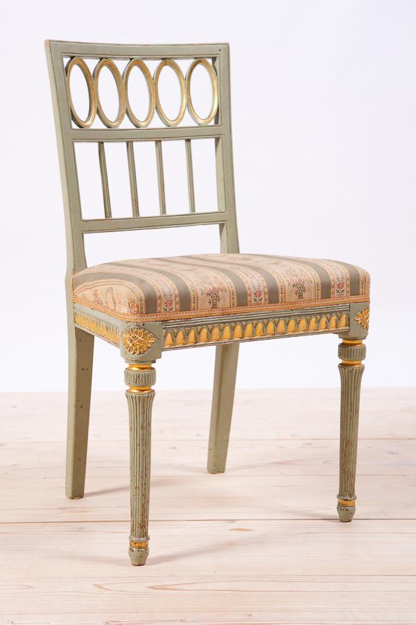 silla gustaviana con respaldo calado