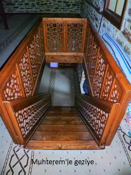 Dere Cuma Camii-Ahşap Merdivenler