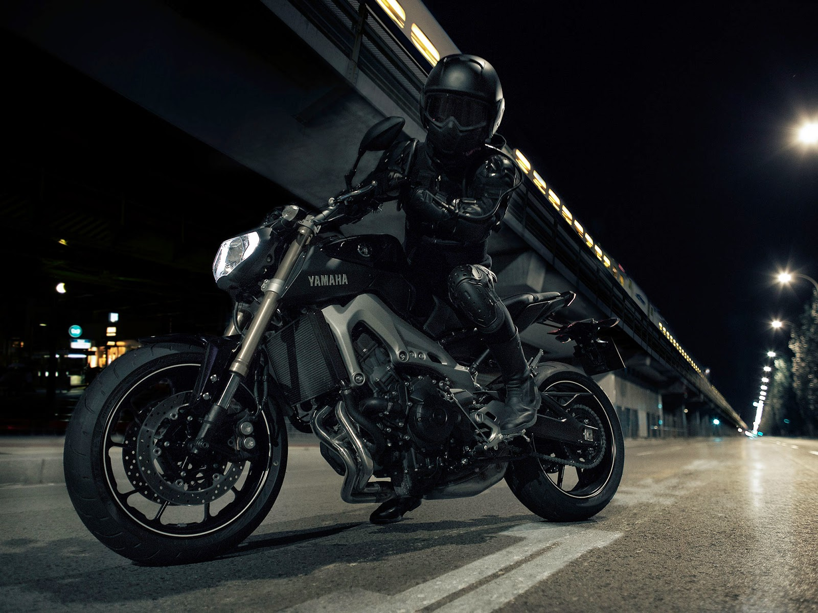 2014-Yamaha-FZ09.jpg
