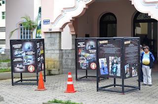 Exposição de fotos de vítimas de acidentes com motocicletas, em frente à Prefeitura