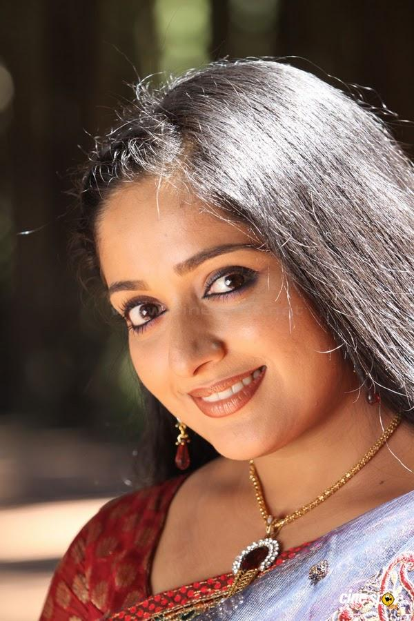 Hot wallpapers kavya madhavan unseen photos for Kavya madhavan bathroom