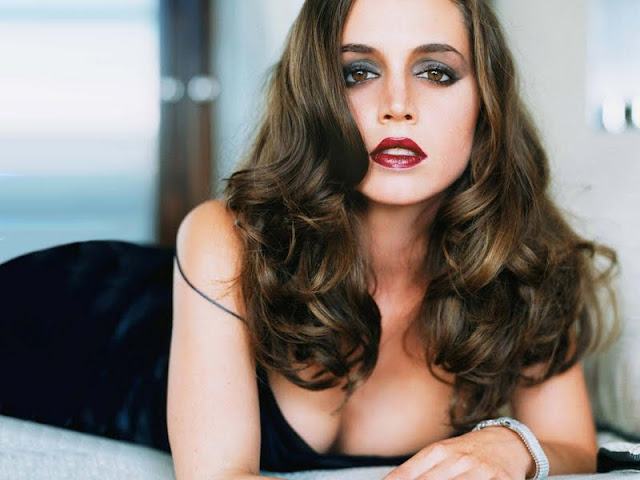 Eliza Dushku have a beautiful face