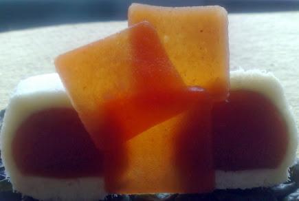 Pralina di baccalà, cuore di gelatina di bloody mary