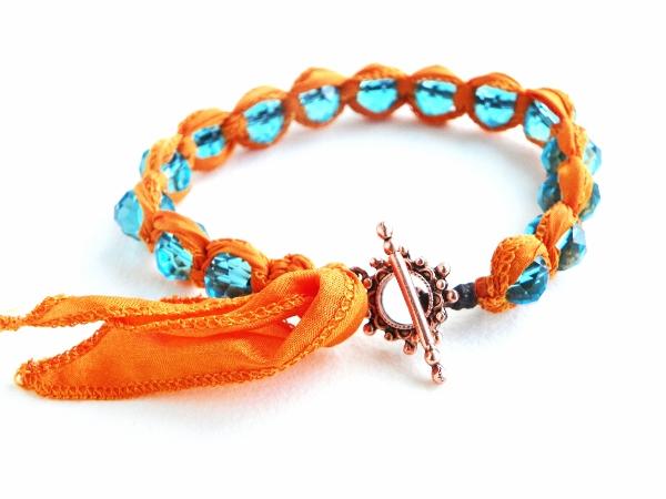 http://4.bp.blogspot.com/-zA4BMQ9ee4U/T2kAvDTr9QI/AAAAAAAABqs/hYZklhQHKrw/s640/Spring+bracelet1+%2528600x450%2529.jpg