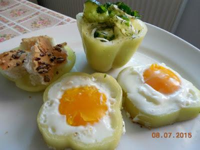 flori de oua ochiuri cu salata de castraveti