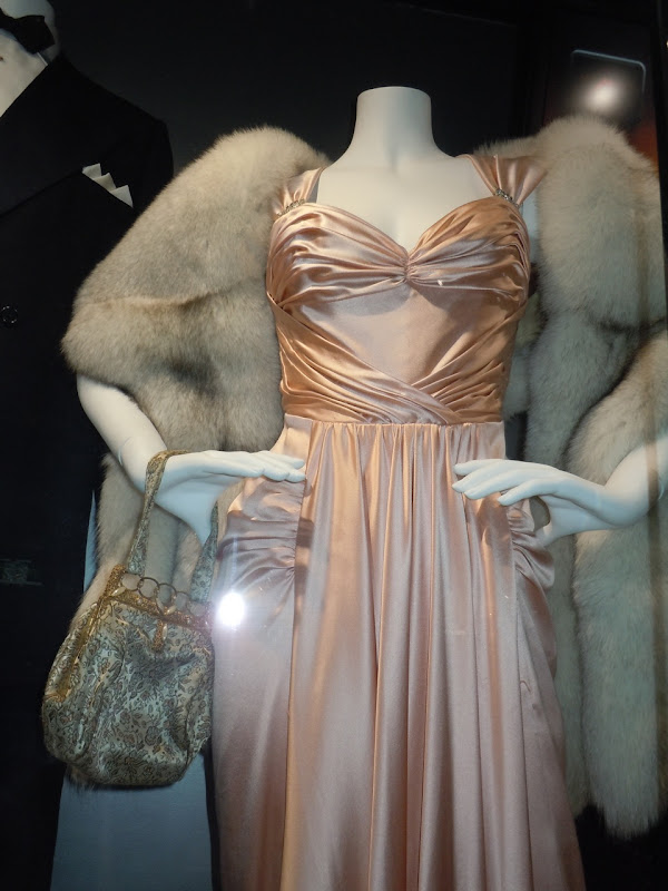 Maria Bello museum gown Mummy 3