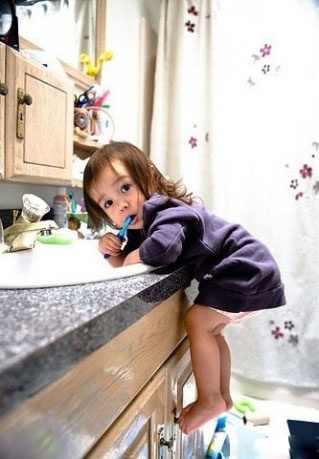 صور اطفال في المطبخ كيوت - اطفال صغار مضحكة 2013 - احلى الاطفال الشقيين