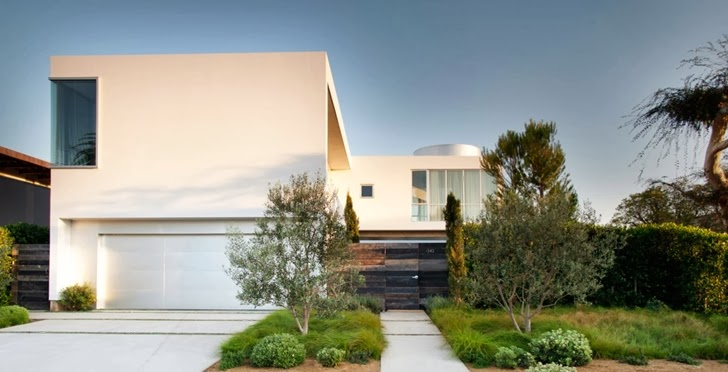 Street facade of Luxury modern family home in Venice, California