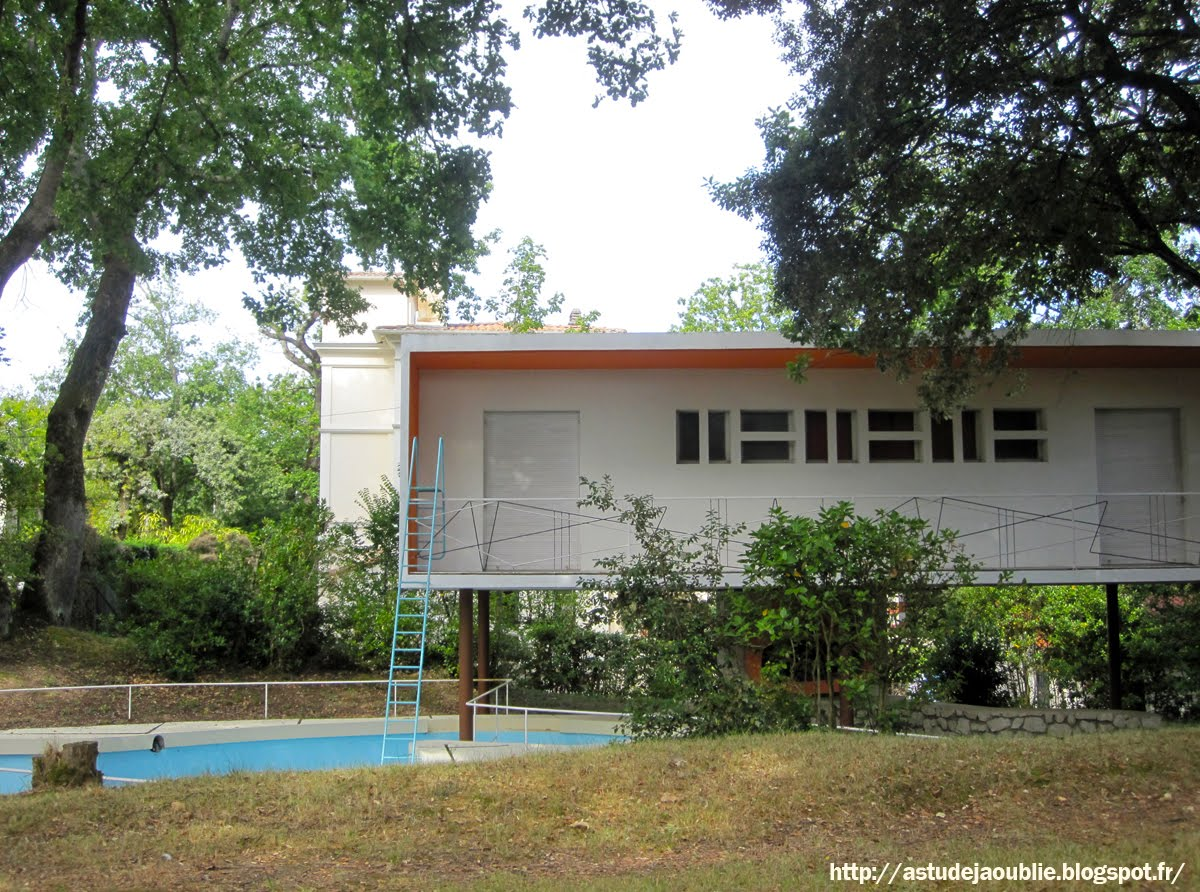 Royan villa la rafale ou boomerang marmouget for Construction piscine royan