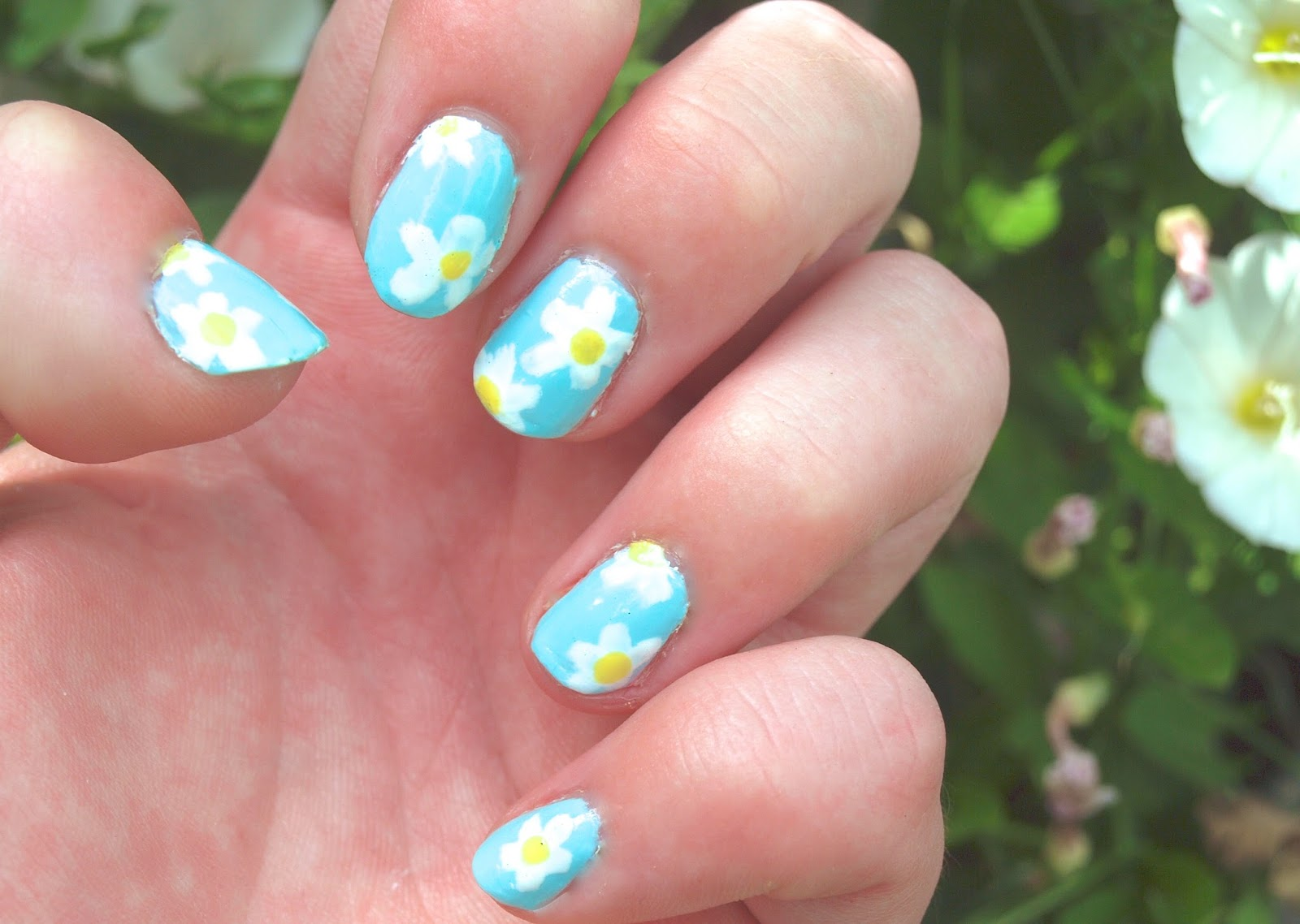 Nail design daisy ~ Beautify themselves with sweet nails