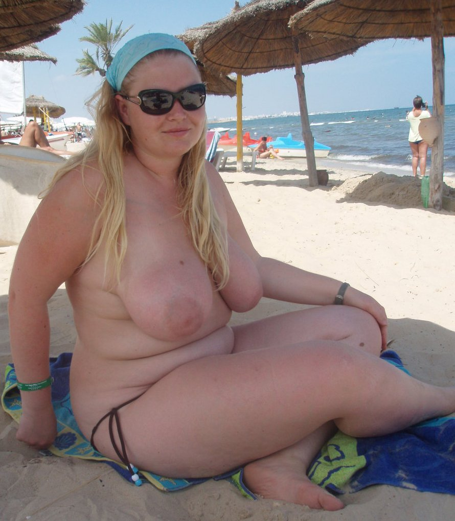 Chubby girl beach fuck she
