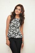 Vithika sheru latest glam pics-thumbnail-6