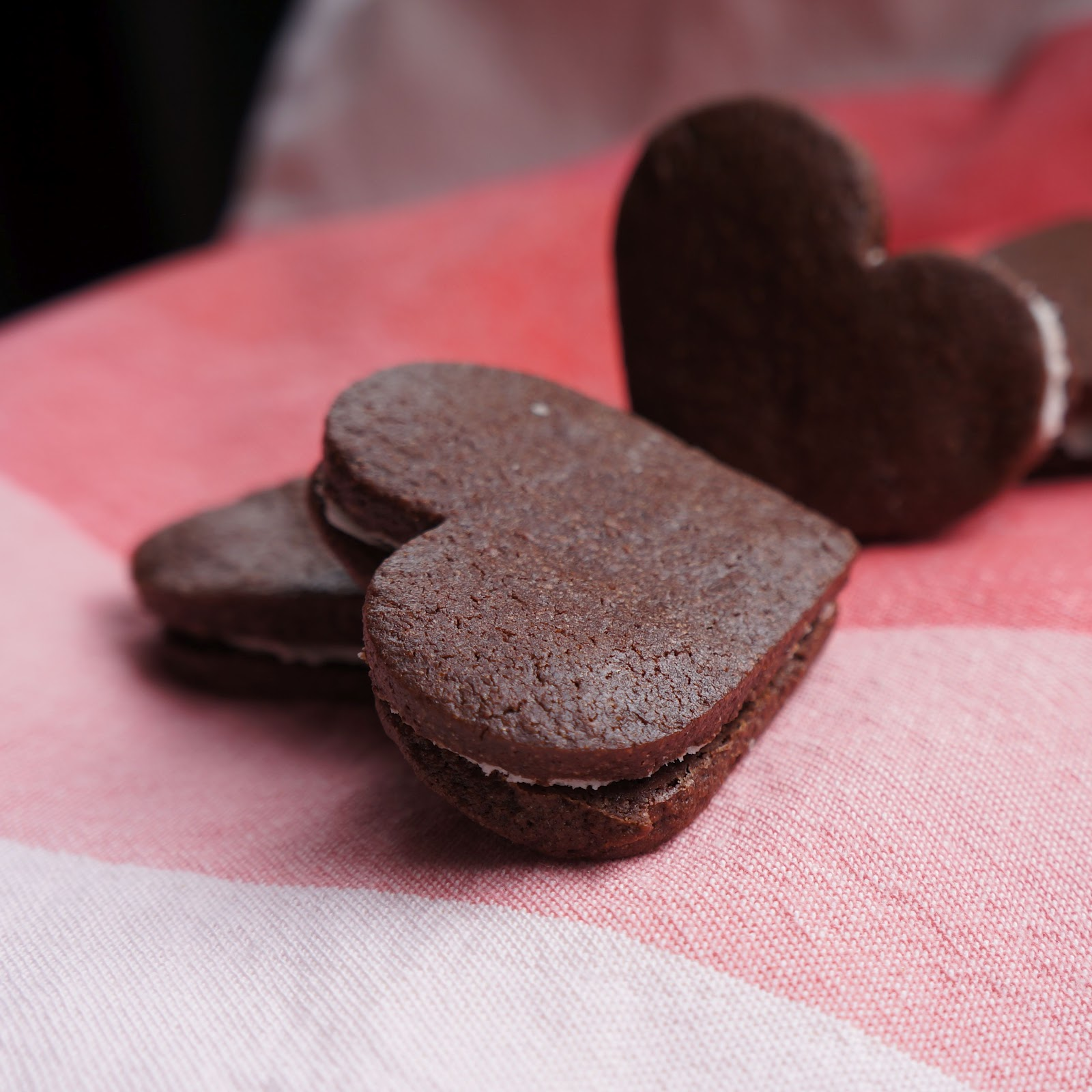 made by melis: chocolate heart sandwich cookies