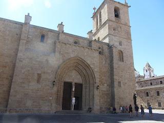 Concatedral de Santa María, consta de tres naves y bóvedas de crucería.