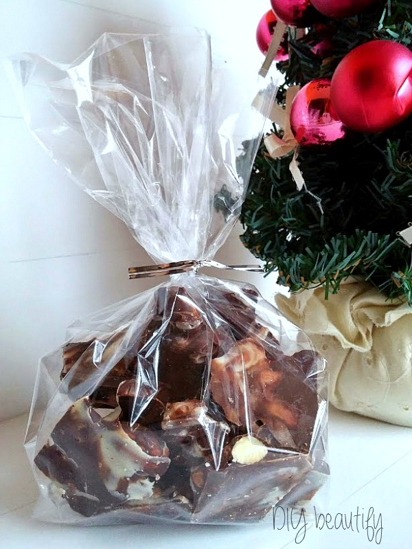 Easy Almond Bark at DIY beautify