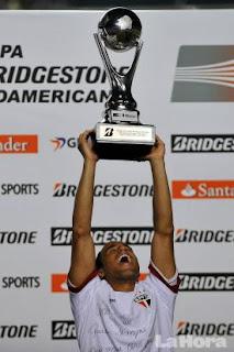 Sao Paulo campeón de la Copa Sudamericana 2012 en final accidentado
