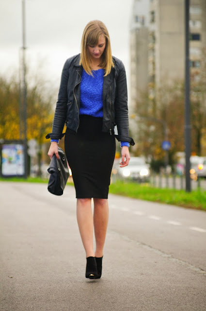 black pencil midi skirt pull & bear, zara leather jacket, leather lunch bag, pointy chelsea boots asos, armour boots asos, blue knitted sweater, style blogger, blog, fashion blogger, slovenski blogerji, slovenian bloggers