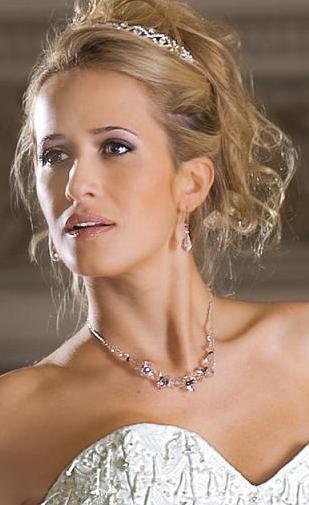 Julieta Prandi luciendo bellas jovas de novia