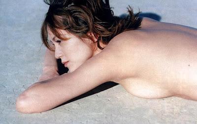 女優、牧瀬里穂(39)が、美容 牧瀬里穂 40前でも綺麗 過去のヌード: