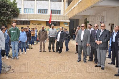 محافظ بني سويف يرافقه وكيل التعليم  يزورا مدرسة الشهيد إسماعيل أحمد عيد