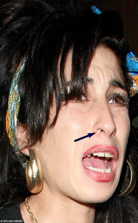 OhhMaybeBaby: Breaking News; Amy Winehouse dead! Amy Winehouse