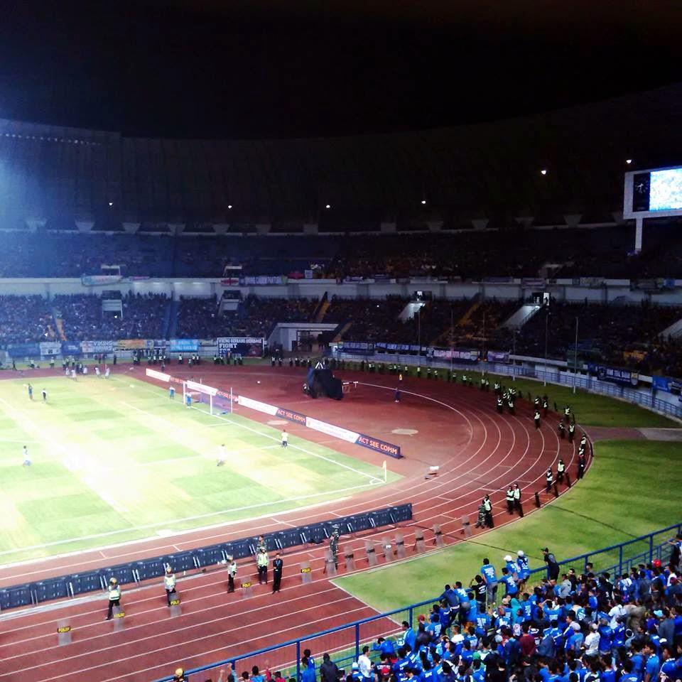 "... to "" Foto Kemegahan Stadion Gelora Bandung Lautan API (GBLA) Terbaru"