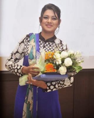 Nusrat+Imroz+Tisha+in+APSA+Award+ +2013007