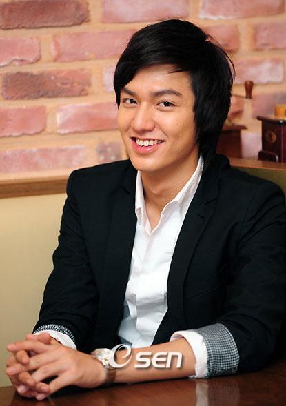 Lee min ho dengan gaya rambut terbaru