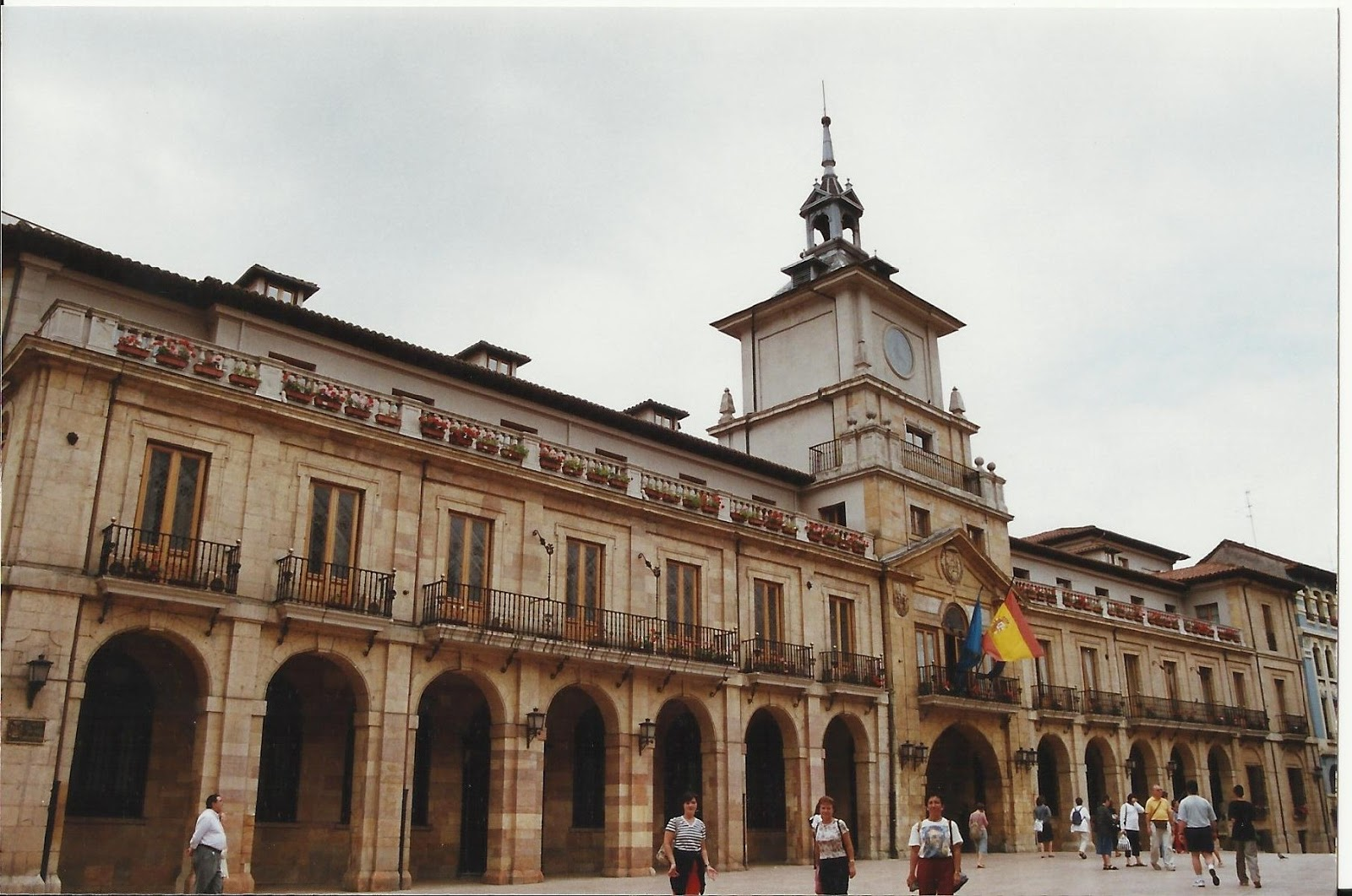 http://4.bp.blogspot.com/-zDbsNMJDbDo/TnN-T41O6aI/AAAAAAAABRI/nS7aWLJ9mvs/s1600/Ayuntamiento+de+Oviedo.jpg