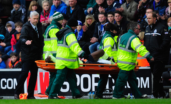Newcastle manager Alan Pardew consoles Massadio Haïdara who is stretchered off