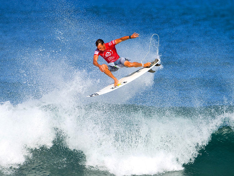 http://4.bp.blogspot.com/-zDd5BlhkvWE/Ts0KWw1d0II/AAAAAAAAtzw/blB_d45gh58/s1600/surfing.jpg