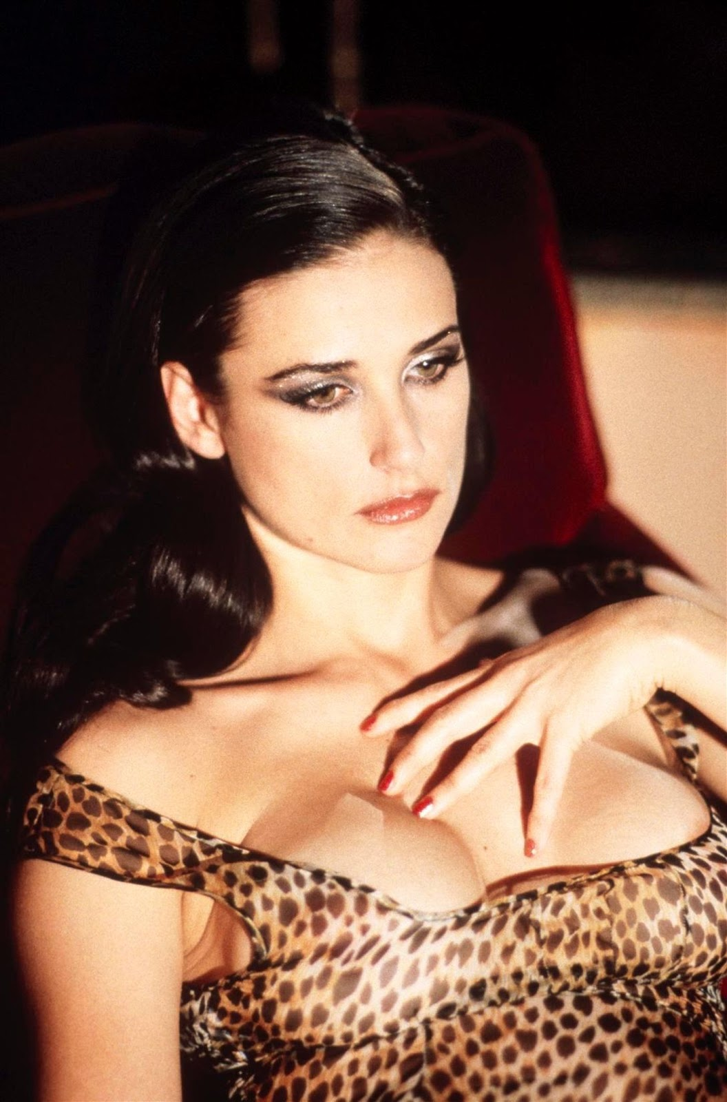 http://4.bp.blogspot.com/-zEDLK_2e7b4/TwR1oqBFm6I/AAAAAAAAA50/bSCN4vTuCos/s1600/Demi-Moore-hot-photo-shoot.jpg