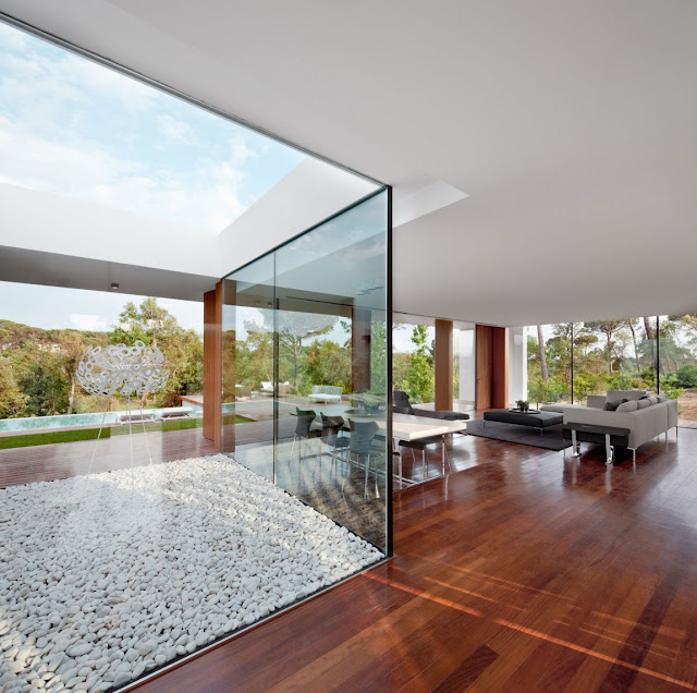 Thin glass walls