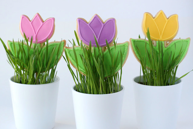 Outline the tulip flower as desired. Allow to dry before packaging.