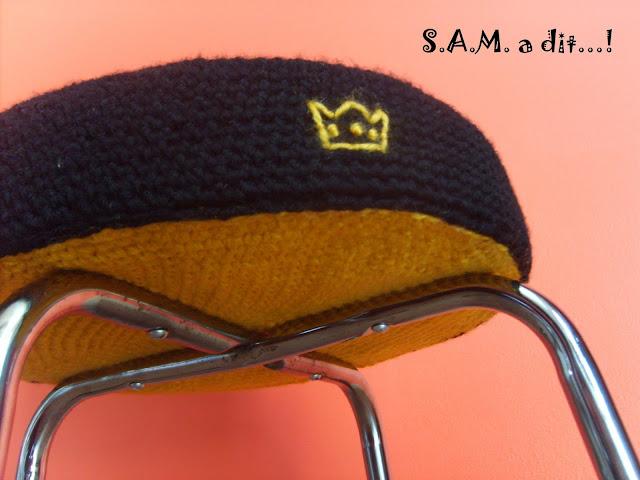 S.A.M. a dit...! création crochet laine noir jaune couronne relooking tabouret